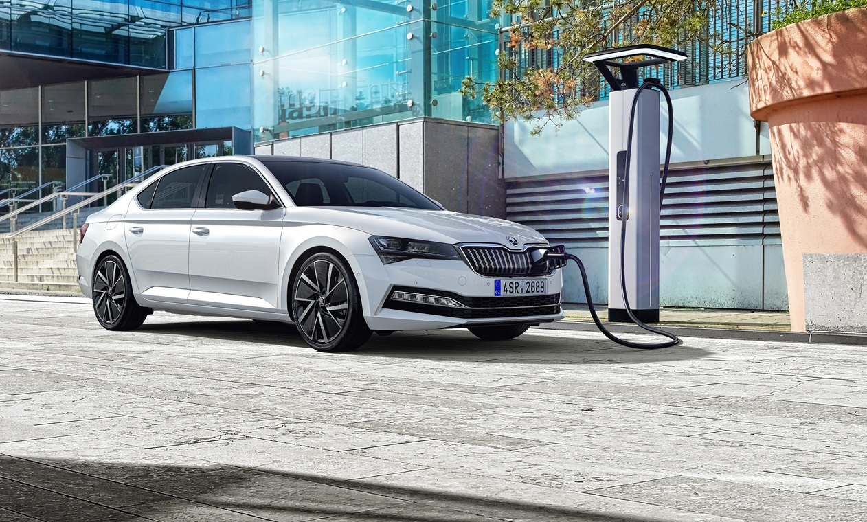 SUPERB iV: The Beginning of the E-Mobility Era for ŠKODA